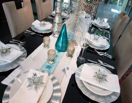Snow Queen 4-Plate Table Setting Styling Kit